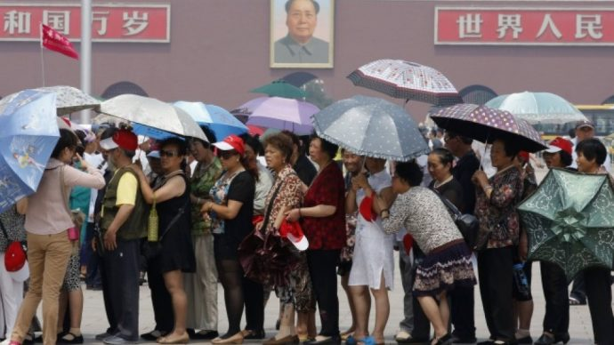 china-tiananmen_cinesi saltano la coda