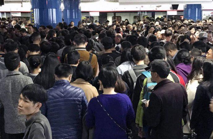 guangzhou metro folla come sopravvivere (3)