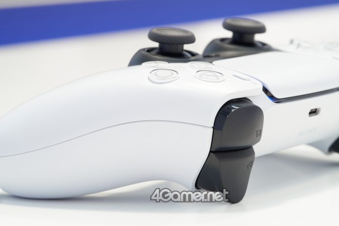 playstation-5-gamepad-controller-foto-dal-vivo